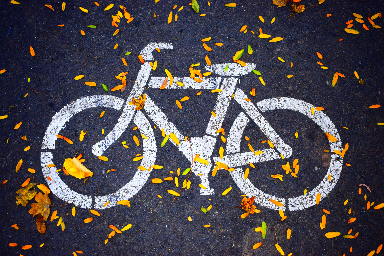 Malt sykkel på asfalt